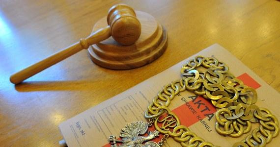 Sąd w Bydgoszczy skazał na 25 lat więzienia Waldemara S., który na oczach piątki dzieci zamordował swoją konkubinę. Do tej brutalnej zbrodni doszło 22 lipca 2012 roku. Wyrok nie jest prawomocny.