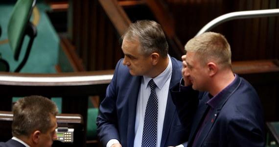 Były szef PSL Waldemar Pawlak chce, żeby ogłosić przerwę w posiedzeniu Sejmu do 22 lipca. W tym czasie prokurator generalny oraz premier mieliby przedstawić Sejmowi informację - czy i ewentualnie jak poważne są zarzuty wobec posła Jan Burego.