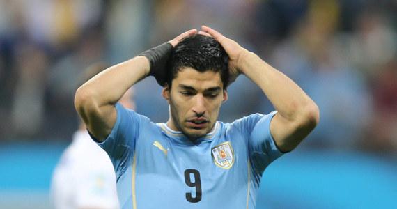 Liverpool i Barcelona poinformowały, że uzgodniły warunki transferu na Camp Nou Luisa Suareza. Urugwajski piłkarz podpisze pięcioletni kontrakt. Opuści jednak początek sezonu, ponieważ został zawieszony przez FIFA za ugryzienie rywala w Mistrzostwach Świata 2014.