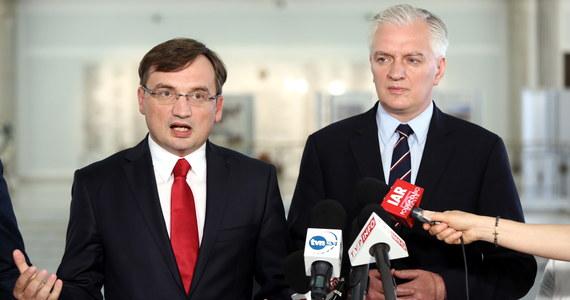 Sprawiedliwa Polska - tak będzie się nazywał nowy klub parlamentarny w Sejmie. Utworzą go posłowie Solidarnej Polski i Polski Razem - ogłosili liderzy tych formacji Zbigniew Ziobro i Jarosław Gowin.