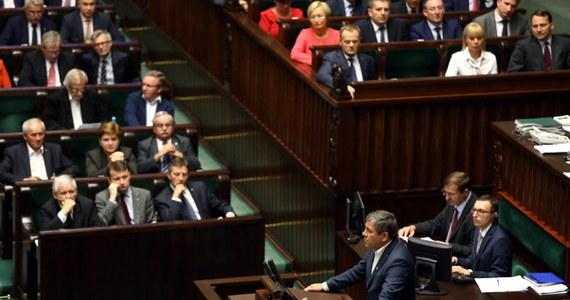 """""""Mamy nadzieję, że koalicją z większością przetrwa do wyborów parlamentarnych i że koalicja PO-PSL się utrzyma"""" – powiedział po dzisiejszych wydarzenia w Sejmie rzeczniczka rządu, Małgorzata Kidawa-Błońska. Marszałek Sejmu, wiceszefowa Platformy Ewa Kopacz przyznała, że sytuacja związana z piątkowym głosowaniem wymaga analizy. """"To wszystko działo się zbyt burzliwie"""" - dodała."""