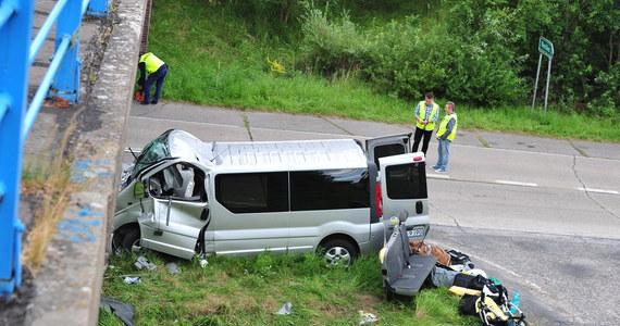 10 osób, w tym 6-miesięczne dziecko, zostało rannych w wypadku na drodze wojewódzkiej nr 142 w województwie zachodniopomorskim. W okolicach Warchlina bus zderzył się z samochodem osobowym. Informację o wypadku dostaliśmy na Gorącą Linię RMF FM.