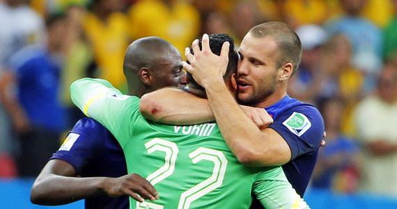 """Holendrzy pokonali reprezentację Brazylii 3:0 w meczu o 3. miejsce piłkarskich mistrzostw świata. W drugiej połowie Brazylijczycy byli bardzo aktywni, próbowali strzelić kontaktową bramkę, ale obrona """"Pomarańczowych"""" była wyjątkowo szczelna. Holendrzy dwie bramki zdobyli w pierwszej połowie, a ostatnią w doliczonym czasie gry."""