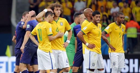 """""""Uff, tylko 0:3"""" - tak swoją relację rozpoczął portal uol.com.br, przypominając dotkliwą porażkę Brazylii 1:7 z Niemcami w półfinale. Zasmuceni poziomem gry swoich rodaków dziennikarze nie mogli doczekać się końca meczu o trzecie miejsce, w którym """"Canarinhos"""" przegrali z  Holandią."""