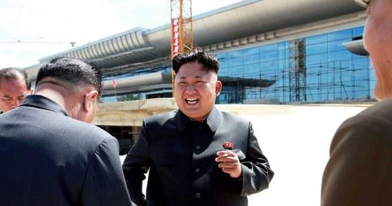 Korea Północna wystrzeliła w niedzielę dwa pociski balistyczne, które spadły do morza - poinformowały południowokoreańskie i japońskie media.