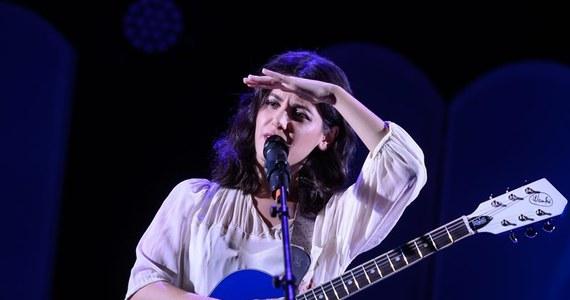"""Brytyjska piosenkarka i gitarzystka Katie Melua wystąpi w niedzielę w warszawskiej Sali Kongresowej. Będzie to ostatni koncert w sali przed jej remontem, który potrwać może nawet do 2017 r. Artystka promować będzie swoją ostatnią płytę, pt. """"Ketevan""""."""