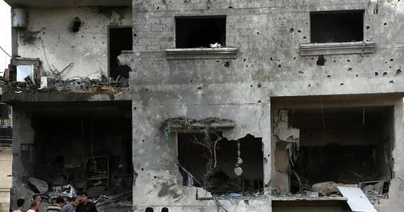Izraelskie władze wezwały w niedzielę mieszkańców północnej części Strefy Gazy, aby opuścili swoje domy, sugerując - jak pisze AP - że może dojść do kolejnego ataku izraelskich sił w tym rejonie po dokonaniu tam nad ranem krótkiej operacji przez siły specjalne.