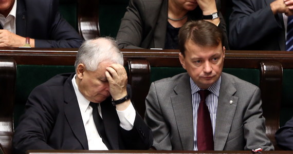 """Jarosław Kaczyński na początku rozmów z Jarosławem Gowinem był czarujący. Chętnie przystawał na propozycje lidera Solidarnej Polski i nie piętrzył trudności. Dał też do zrozumienia, że nie wierzy w zamach w Smoleńsku. """"Newsweek"""" odsłania kulisy nieudanych negocjacji na prawicy."""