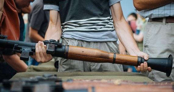 Trzynaście osób - cywilów i żołnierzy - zginęło w ciągu ostatniej doby na wschodzie Ukrainy, a 37 odniosło obrażenia - poinformowały w niedzielę źródła ukraińskie.