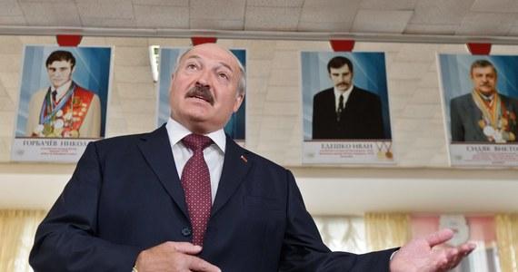 Ponad 5 tys. Białorusinów żyjących ponad stan wykryła w ubiegłym roku białoruska inspekcja podatkowa. Musieli zapłacić do kasy państwa 10 mld rubli białoruskich (prawie 3 mln zł) - twierdzi agencja Interfax-Zapad.