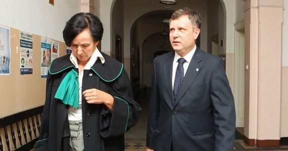 Sąd Rejonowy w Sopocie odrzucił wniosek prezydenta tego miasta Jacka Karnowskiego o zwrot do prokuratury aktu oskarżenia przeciwko niemu. Na Karnowskim ciążą zarzuty przyjęcia dwóch łapówek oraz złożenia fałszywego oświadczenia.