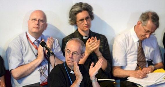 Obradujący w mieście York Synod Generalny państwowego Kościoła Anglii zgodził się w poniedziałek na wyświęcanie kobiet na biskupów, rozstrzygając w ten sposób kwestię, wokół której od dłuższego czasu toczyły się we wspólnocie anglikańskiej intensywne spory.
