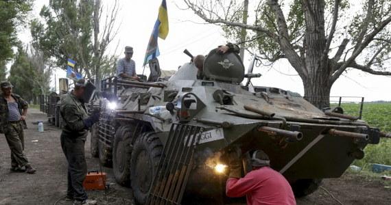 Co najmniej cztery osoby zginęły w wyniku ataku samolotowego na opanowane przez separatystów prorosyjskich miasto Sniżne w obwodzie donieckim na wschodniej Ukrainie. Źródła ukraińskie uważają, że nalotu mogły dokonać samoloty Federacji Rosyjskiej.