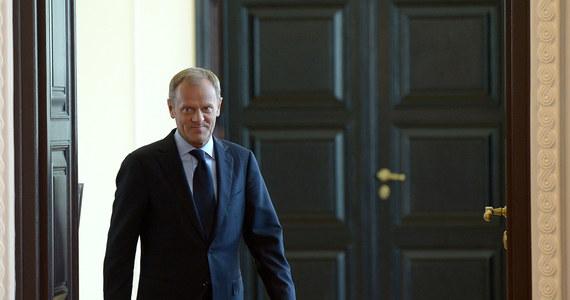 """Tusk szefem Rady Europejskiej? Zgoda na niemiecką propozycję byłaby równoznaczna ze zgodą na podział Europy na równych i równiejszych. Po spotkaniu polskiego premiera z Angelą Merkel, niektórzy w Brukseli mówią o polskim premierze jako """"ostatecznej możliwości"""" i dodają, że problem w tym, żeby Tusk """"chciał chcieć""""."""