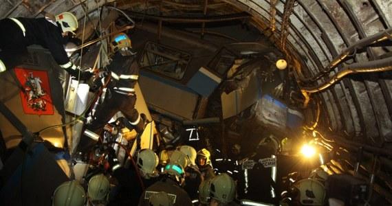 Rosyjscy śledczy zatrzymali dwóch pracowników moskiewskiego metra. - Mężczyźni mogą być odpowiedzialni za wczorajszą katastrofę, w której zginęły 22 osoby a ponad 150 zostało rannych.