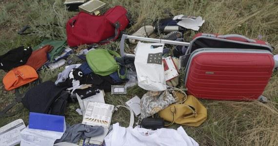 """W zestrzelonym samolocie malezyjskich linii lotniczych było 298 pasażerów, w tym 80 dzieci. Największą grupę, liczącą 189 osób, stanowili Holendrzy - podaje agencja Reuters. """"The Guardian"""" opisuje z kolei tragedię australijskiego rodzeństwa Grega Burrows'a i Kaylene Mann, które straciło swoich krewnych w obu tegorocznych katastrofach malezyjskich linii lotniczych."""