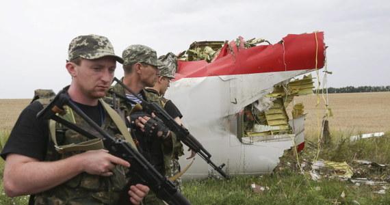 Mimo apeli o rozejm po tragedii malezyjskiego samolotu, walki na wschodzie Ukrainy nie ustają. Według Kijowa wojska rządowe opanowały część miasta Ługańsk. Separatyści utrudniają dostęp do miejsca katastrofy międzynarodowym i ukraińskim ekipom śledczym.