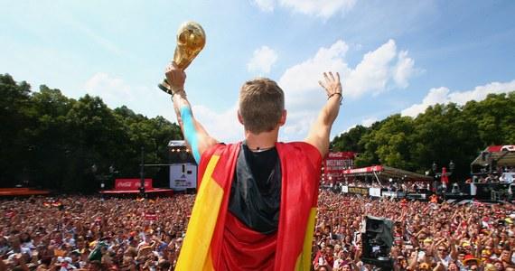 Niemiecki związek piłkarski (DFB) wystąpił do FIFA z prośbą o podwyższenie nagrody finansowej za zdobycie mistrzostwa świata w Brazylii. Wcześniej media podawały, że tytuł wart jest 25,6 mln euro.