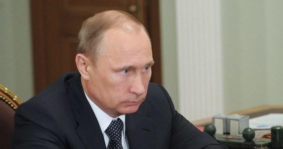 """Czy zestrzelenie samolotu nad Donbasem skłoni Europę do zdecydowanej postawy wobec Putina? Część jej przywódców chciałaby dać Rosji kolejną """"ostatnią szansę"""", ale opinia publiczna może żądać ostrzejszych kroków - przewiduje """"Gazeta Wyborcza""""."""