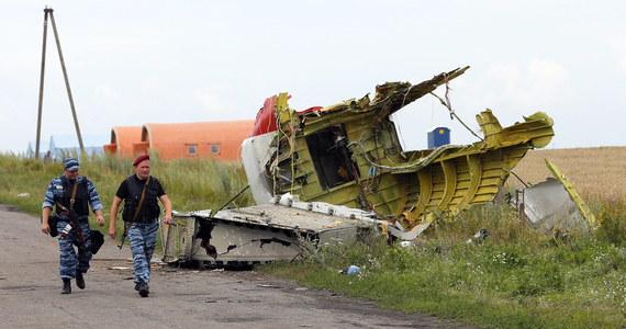 Czarne skrzynki rozbitego malezyjskiego boeinga nie są uszkodzone i są w Doniecku - zapewniają ukraińscy rebelianci. Z kolei jak informuje korespondent RMF FM Przemysław Marzec, w badanie przyczyn zeszłotygodniowej katastrofy chce włączyć się moskiewski Międzypaństwowy Komitet Lotniczy.