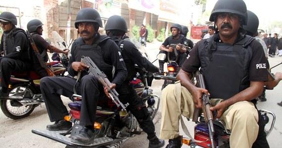 W ciągu ostatnich 24 godzin przynajmniej pięć dziewcząt zostało oblanych kwasem przez jeżdżących na motorach mężczyzn w pobliżu miasta Kweta na zachodzie Pakistanu - podały lokalne władze. Napastników dotychczas nie zidentyfikowano.
