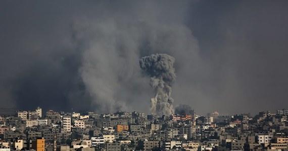 Federalny Zarząd Lotnictwa USA (FAA) zabronił we wtorek samolotom amerykańskich linii lotniczych obsługi połączeń z Izraelem przez co najmniej 24 godziny, ponieważ koło międzynarodowego lotniska Ben Guriona pod Tel Awiwem spadła rakieta. Z lotów zrezygnowali także europejscy przewoźnicy.