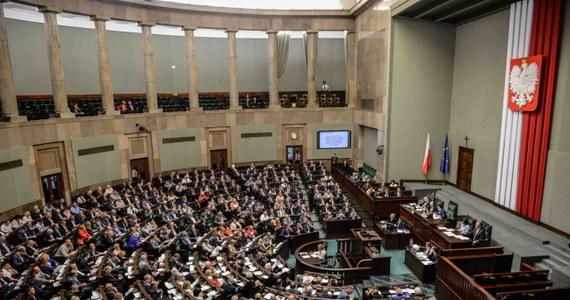 Przepisy łupkowe wreszcie uchwalone. Z dużym opóźnieniem Sejm przegłosował ustawę ustalającą sposób opodatkowania wydobycia gazu łupkowego. To może odblokować idące w ślimaczym tempie poszukiwanie gazu, który w dużym stopniu może nas uniezależnić energetycznie od Rosjan.