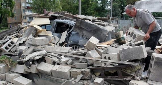 Ołeh Babajew, mer 200-tysięcznego Krzemieńczuka w obwodzie połtawskim w centralnej Ukrainie, zginął w sobotę od kul zamachowców. Z kolei w nocy z piątku na sobotę bronią przeciwczołgową ostrzelany został dom mera Lwowa Andrija Sadowego. Ukraińskie ministerstwo spraw wewnętrznych mówi o aktach terrorystycznych.
