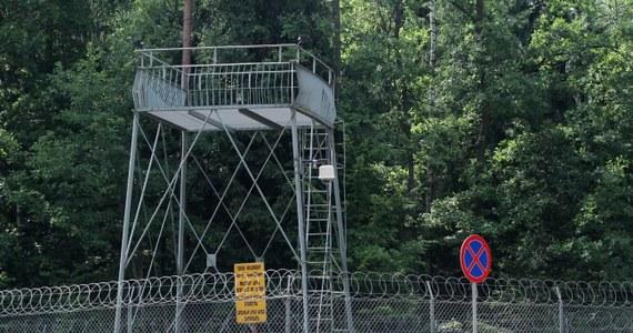 """""""Gdzie drwa rąbią, tam wióry lecą"""" - to przysłowie jest najlepszym komentarzem do wyroku Europejskiego Trybunału Praw Człowieka w Strasburgu, który orzekł, że Polska naruszyła konwencję praw człowieka w sprawie zlokalizowanych na terenie naszego państwa więzień CIA."""