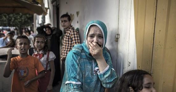 Lekarzom ze Strefy Gazy udało się uratować noworodka, który przyszedł na świat po tym, jak w ataku rakietowym zginęła jego matka. Lekarze twierdzą, że to cud, że dziecko urodziło się żywe.