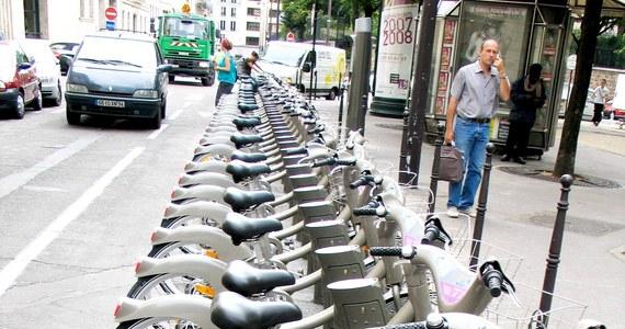 Największa na świecie sieć samoobsługowych wypożyczalni rowerów działa w Paryżu. Blisko półtora tysiąca publicznych wypożyczalni proponuje tam mieszkańcom i turystom ponad 23 tysiące tych ekologicznych jednośladów.