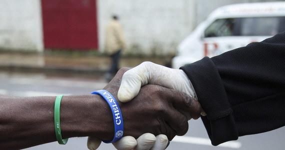Francuski rząd przygotował już dyskretnie ogólnokrajowy plan przeciwdziałania potencjalnej epidemii gorączki krwotocznej Ebola - ujawniają nadsekwańskie media. Ma on zostać wprowadzony w życie w razie przeniesienia się śmiercionośnego wirusa z Afryki do Francji.
