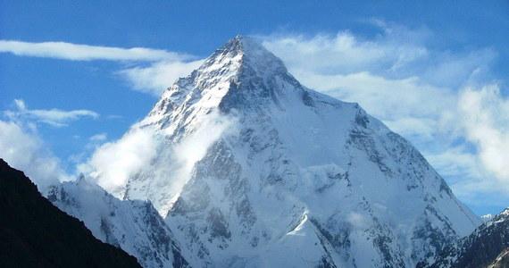 Janusz Gołąb i Marcin Kaczkan stanęli dziś na szczycie K2 (8611 m n.p.m.) – drugiej góry Ziemi, uznawanej na najtrudniejszą na świecie. Uczestnicy wyprawy zorganizowanej w ramach programu Polski Himalaizm Zimowy zeszli już bezpiecznie do obozu czwartego, skąd jutro – razem z Arturem Małkiem i Pawłem Michalskim – będą schodzić do bazy.