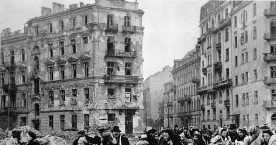 Ok. 650 tys. mieszkańców Warszawy wypędzono z miasta w czasie i po kapitulacji powstania. Większość trafiła do obozu przejściowego w Pruszkowie, skąd po segregacji wywieziono ich na roboty do Niemiec, do Generalnego Gubernatorstwa i obozów koncentracyjnych.