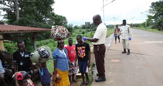 Liberia i Sierra Leone wprowadziły stan podwyższonego alertu ze względu na rozprzestrzenianie się wirusa Eboli. Francja, Wielska Brytania i Hong Kong podejmują środki ostrożności wobec bezprecedensowej epidemii. WHO przeznaczyło na walkę z nią 100 mln dol. Według danych Światowej Organizacji Zdrowia w rezultacie zakażenia wirusem zmarło blisko 730 osób; ponad 1300 zostało zarażonych.