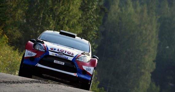 Robert Kubica (Ford Fiesta WRC), jadący z pilotem Maciejem Szczepaniakiem, zajmuje dziewiąte miejsce po pierwszym dniu Rajdu Finlandii, kolejnej eliminacji mistrzostw świata. Prowadzi reprezentant gospodarzy Jari-Matti Latvala (Volkswagen Polo-R).