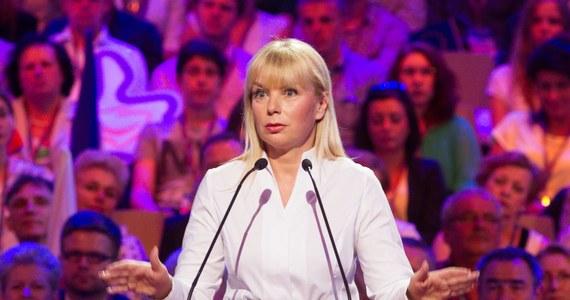 """""""Uważam, że partia, która się takimi metodami posługuje, naprawdę powinna odczuć to za chwilę w wyborach, że takimi metodami nie można się posługiwać, bo to są metody niegodne, wstrętne i okropne"""" – tak wicepremier Elżbieta Bieńkowska skomentowała nową kampanię Prawa i Sprawiedliwości. Partia Jarosława Kaczyńskiego przygotowała plakaty, które mają przypomnieć Polakom o aferze taśmowej."""