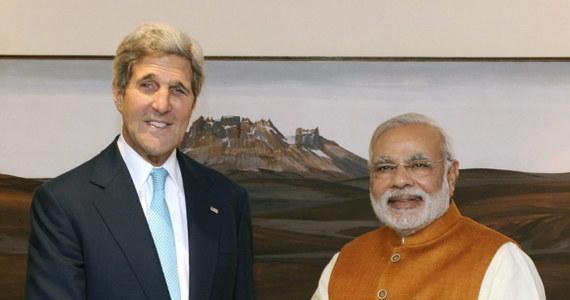 """Służby specjalne Izraela podsłuchiwały rozmowy sekretarza stanu USA Johna Kerry'ego w czasie negocjacji pokojowych na Bliskim Wschodzie – podaje niemiecki tygodnik """"Der Spiegel"""". W inwigilacji uczestniczyły też prawdopodobnie wywiady Rosji i Chin."""