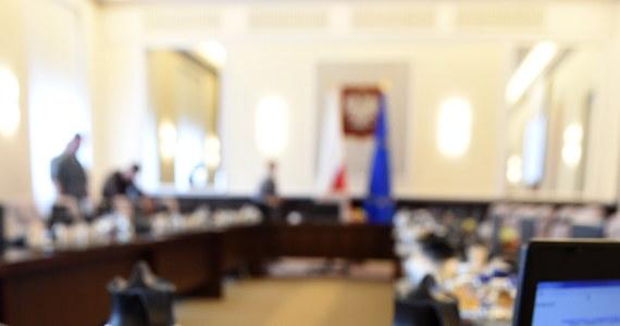 Dzisiaj pierwsze spotkanie polskiej delegacji w Komisji Europejskiej w sprawie rekompensat dla polskich producentów owoców i warzyw, którzy poniosą straty z powodu rosyjskiego embarga. Minister rolnictwa Marek Sawicki powiedział, że wartość sprzedaży sektora objętego embargiem może wynieść ok. 500 mln euro. Już jednak wiadomo, że nasi producenci owoców i warzyw nie otrzymają takiej rekompensaty.