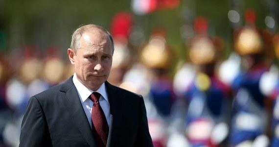 Rosja wprowadza zakaz importu owoców, warzyw, mięsa, ryb, mleka i nabiału ze Stanów Zjednoczonych, Unii Europejskiej, Australii, Kanady i Norwegii. Zakaz wchodzi w życie już dzisiaj i ma obowiązywać przez rok.