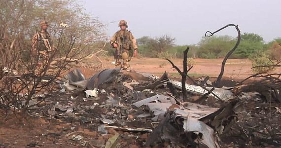 Nie możemy wykluczyć hipotezy zamachu terrorystycznego – to oświadczenie szefa grupy francuskich ekspertów, którzy badają przyczyny katastrofy samolotu algierskich linii lotniczych w Mali. Zginęło w niej dwa tygodnie temu 118 osób, w tym ponad 50 Francuzów.