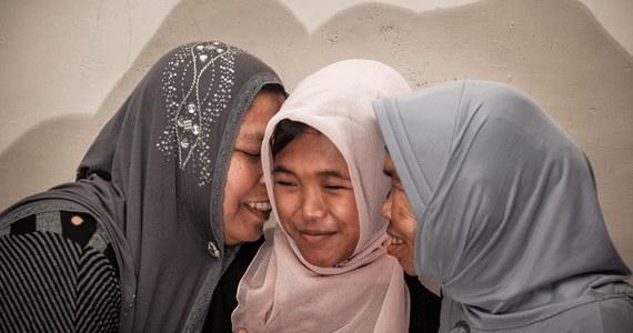 Po 10 latach dziewczynka powróciła do swojej rodziny. W 2004 roku czteroletnia wtedy Raudhatul Jannah została uznana za zmarłą, po tym jak pochłonęła ją fala tsunami. Okazuje się, że dryfującą po Oceanie Indyjskim dziewczynkę uratował rybak.