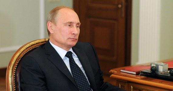 172 obywateli Rosji i innych państw, a także 65 firm z rosyjskim kapitałem znalazło się na liście podmiotów objętych sankcjami, którą przygotował ukraiński rząd. Informację przekazał w Kijowie premier Arsenij Jaceniuk.
