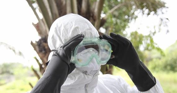"""Unijny komisarz ds. zdrowia Tonio Borg jako """"skrajnie niewielkie"""" ocenił ryzyko, by epidemia Eboli przedostała się do Europy. WHO wezwała tego dnia do międzynarodowej mobilizacji w związku z epidemią gorączki krwotocznej w Afryce Zachodniej."""