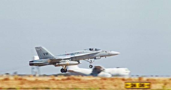 Po zbombardowaniu przez siły USA stanowisk artyleryjskich dżihadystów z Państwa Islamskiego w Iraku Wielka Brytania i Francja obiecały pomoc humanitarną i logistyczną dla Iraku. ONZ podał, że przygotowuje w Iraku korytarz humanitarny, by ewakuować cywili.