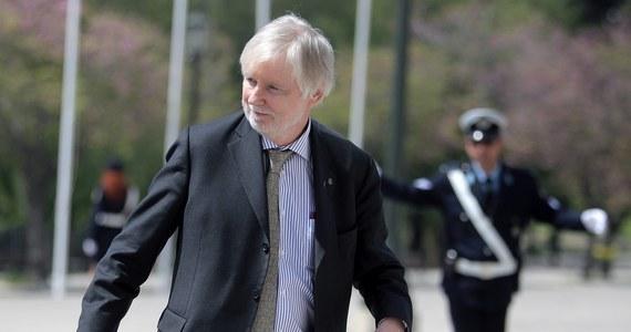 """Minister spraw zagranicznych Finlandii Erkki Tuomioja oświadczył, że Unia Europejska może stopniowo złagodzić sankcje wobec Rosji, jeśli podejmie ona działania na rzecz uspokojenia sytuacji na Ukrainie. """"Sankcje były zaostrzane stopniowo i mogą być także stopniowo ograniczane. Nie sądzę, by UE zareagowała dodatkowymi sankcjami na rosyjskie kontrsankcje"""" – dodał."""