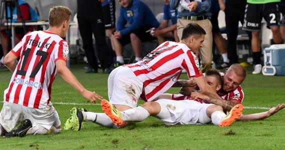 Piłkarzom Cracovii udało się odnieść pierwsze w tym sezonie zwycięstwo w ekstraklasie. Na swoim stadionie pokonali Koronę Kielce 2:1.