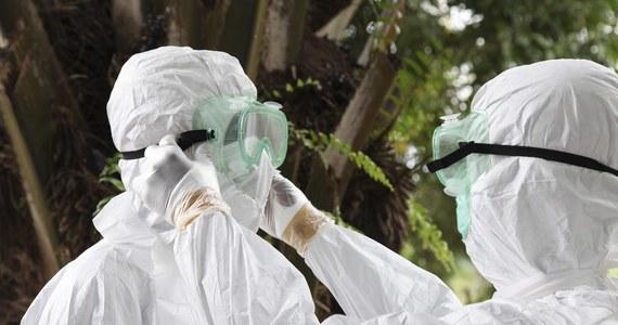 Obywatel Kanady, który wrócił z Nigerii, wykazuje objawy typowe dla zarażenia wirusem Ebola. Mężczyzna trafił na obserwację do szpitala pod Toronto - podały tamtejsze media. W związku z epidemią śmiercionośnego wirusa w Nigerii obowiązuje stan wyjątkowy.