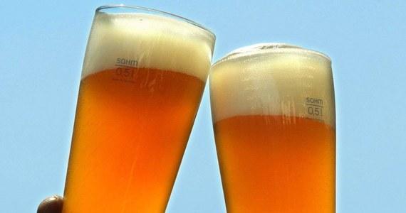 Rosyjski państwowy nadzór ochrony praw konsumenta Rospotriebnadzor poinformował, że od piątku wstrzymuje import do Rosji wyrobów spirytusowych, piwa i napojów piwnych wytwarzanych przez trzy firmy ukraińskie. Zakaz dotyczy markowego piwa Obołoń oraz produktów będącej ukraińskim oddziałem koncernu browarniczego Anheuser-Busch spółki SAN InBiew Ukraina i spółki gorzelniczej Ukraińska Kompania Dystrybucyjna, która wyrabia między innymi koniak Szustow.