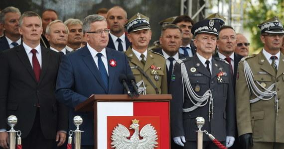 Wciąż jeszcze żyjemy w świecie, w którym siła znaczy czasami więcej niż prawo- mówił prezydent Bronisław Komorowski w Święto Wojska Polskiego. Konflikt rosyjsko-ukraiński pokazał wyraźnie, że nie wszystkie narody naszego regionu mogą żyć bezpiecznie - podkreślił.